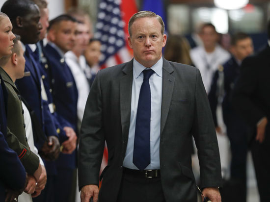 Пресс-секретарь Трампа демонстративно подал в отставку