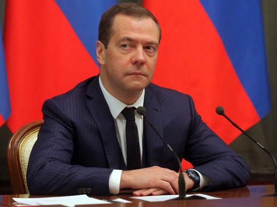 Медведев о лишении Саакашвили гражданства: Show must go on