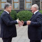 Лукашенко после посещения мемориала жертвам Голодомора напомнил Порошенко о «зове предков»