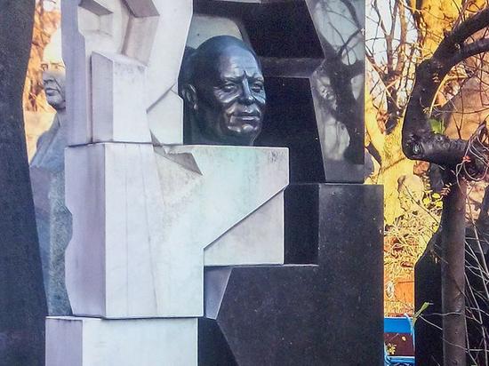 Молотком разбить кости: хватит ли нам разума поставить памятник Хрущеву