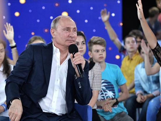 Путин представился детям Платовым и рассказал о преемнике