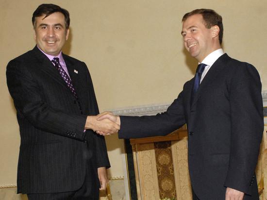 Саакашвили огрызнулся на Медведева, пошутившего про лишение его украинского гражданства