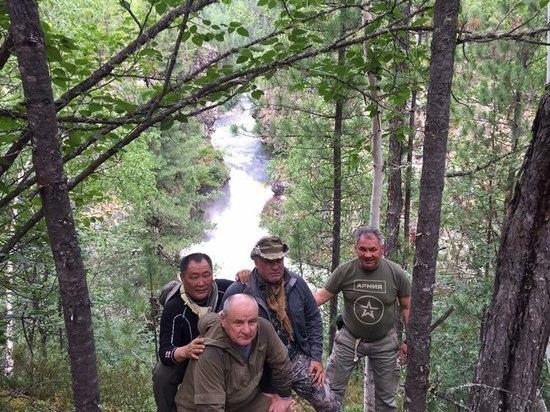 Глава Хакасии травмировался на отдыхе с Шойгу в тайге
