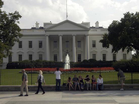 «Чертов шизофреник»: директор Белого дома по коммуникациям нецензурно обругал коллег