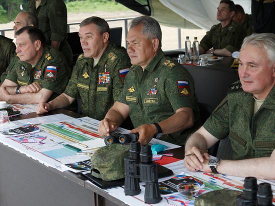 Шойгу проверил, как армия осваивает водные процедуры
