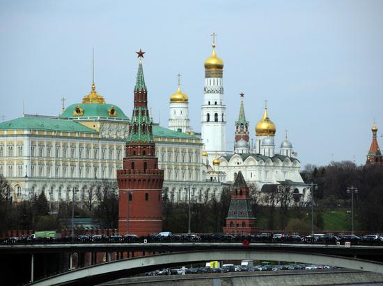 СМИ: 700 американским дипломатам придется уехать из России