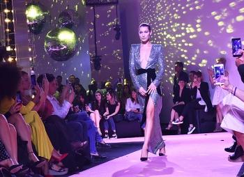 Белла Хадид представила «голые» образы на показе Alexander Vauthier в Париже