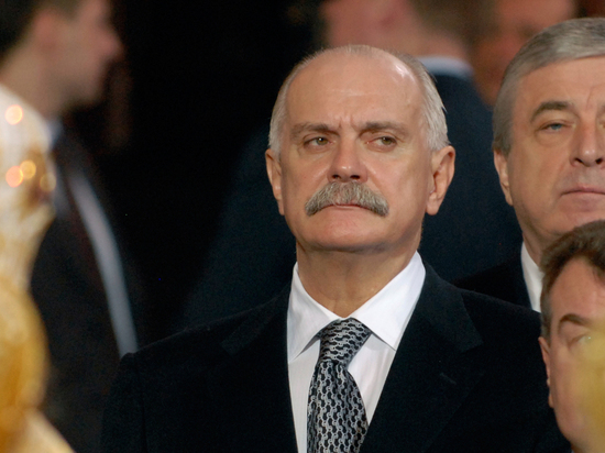 «Под прикрытием демократии»: Михалков обвинил пресс-секретаря Медведева Тимакову в русофобии