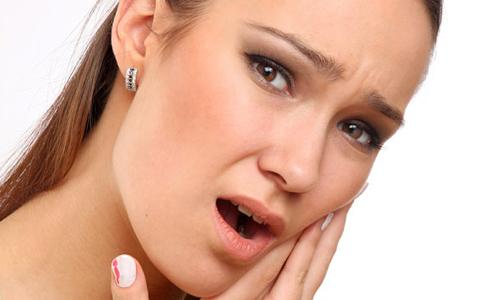 Врачи рассказали, кому может навредить лечение зубов
