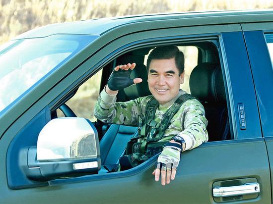 Президент Туркмении изобразил Рэмбо на военных учениях