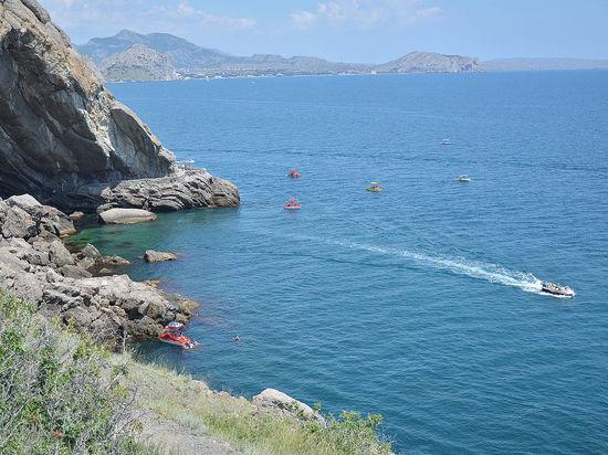 Власти Крыма: Попытка туристической блокады полуострова захлебнулась в потоке украинцев