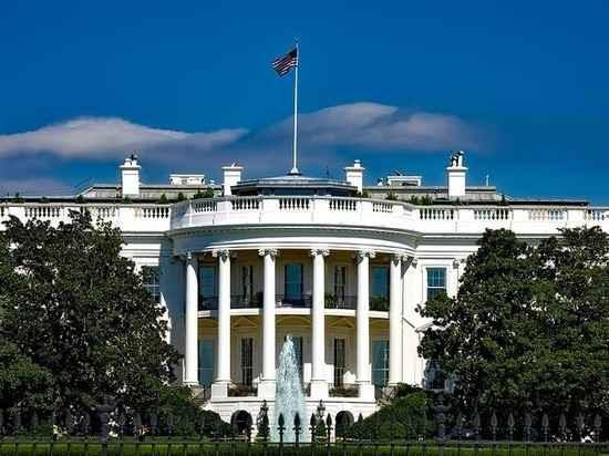 Толкучка перед входом в Овальный кабинет президента Трампа в Белом доме