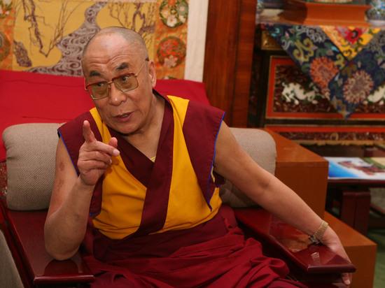 Далай-лама призвал помирить Россию и Запад переездом НАТО в Москву