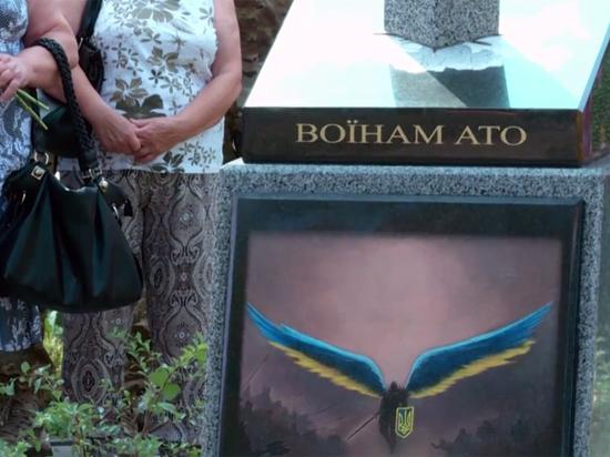 В Киеве открыли памятник с пронзенной мечом картой России