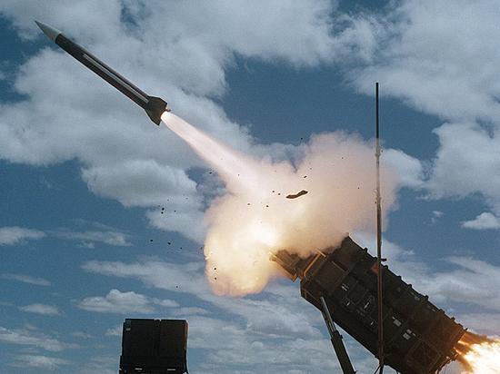 Эксперт о поставках оружия США Киеву: Россия вооружит Донбасс