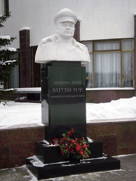 Украина решила выкинуть прах героя СССР Ватутина: «Отправим почтой»