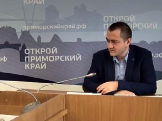 Приморского чиновника сняли с должности из-за скандала с развратными фотографиями