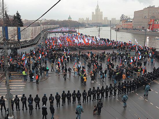 Националисты ждут «черных лебедей», Навальный — новых разоблачений