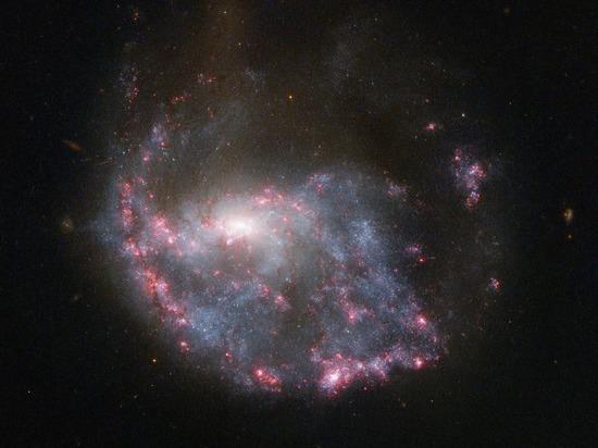 «Инопланетные сигналы» связали с черными дырами и темной материей