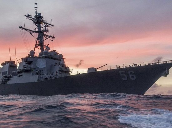 После инцидента с эсминцем США приостановят операции по всему миру