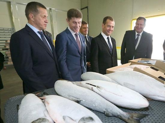 Медведеву на Сахалине рассказали горькую правду о путине