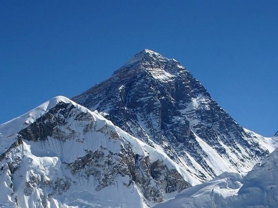 Посольство РФ в Великобритании объявило Эверест территорией России