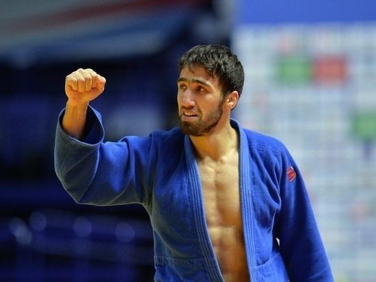 Российский дзюдоист Халмурзаев завоевал бронзу Будапешта одной рукой