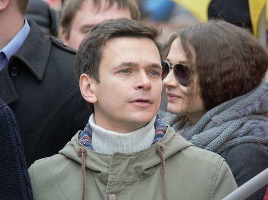Оппозиционеры Яшин и Азар сообщают о победе на выборах в Москве