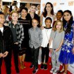Как невеста: Анджелина Джоли вышла в свет с детьми на кинофестивале в Торонто