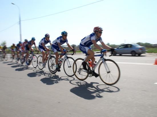 Страдающий психическим расстройством болельщик столкнул российского велогонщика Белькова в канаву