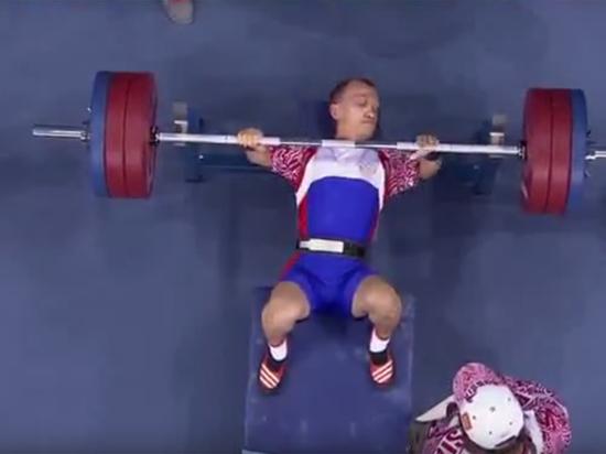 IPF дисквалифицировала российского паралимпийца Балынца за футболку с Путиным
