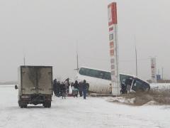 В Челябинской области пассажирский автобус улетел в кювет