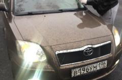 На трассе между Екатеринбургом и Челябинском машины попали под «битумный дождь»
