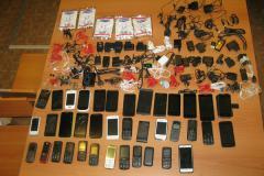 Заключенные Озерской колонии остались без мобильной связи