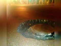 Автомобилисты предупреждают друг друга об огромных ямах на дорогах Челябинска и хотят, чтобы президент приезжал чаще