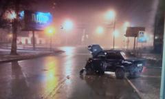 В Челябинске пьяный водитель врезался в электроопору