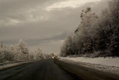 За погодой на федеральных трассах в Челябинской области следят камеры, а водителей согреют полушубки и валенки