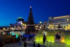 В Челябинске началось строительство главного ледового городка