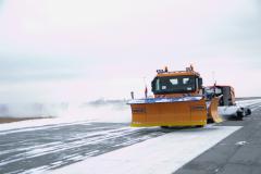В аэропорту Челябинска появилась уникальная снегоуборочная техника