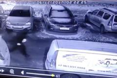 Поджигателя иномарки в Челябинске оперативно задержали с помощью камеры видеонаблюжения